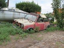 Ruina de un mini viejo oxidado Imagen de archivo