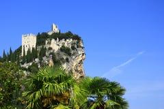 Ruina del castillo de Arco, Italia Fotografía de archivo