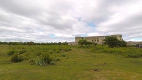 Ruina del castillo de Borghollm afuera almacen de metraje de vídeo