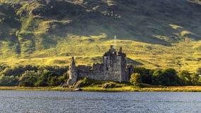 Ruina del castillo de Kilchurn en Escocia Foto de archivo