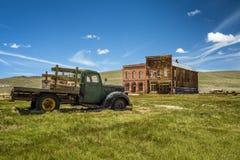 Ruina del coche en el pueblo fantasma de Bodie, California Imagen de archivo libre de regalías