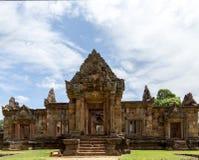 Ruina del Khmer debajo del cielo azul Imagen de archivo