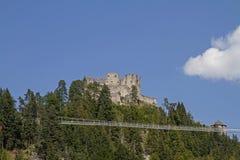 Ruina Ehrenfels z zawieszenie mostem fotografia stock