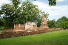 Ruina en el complejo del templo qué Maha That en Ayutthaya Foto de archivo