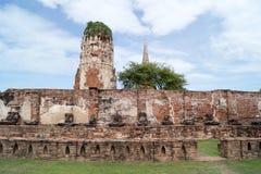 Ruina en el complejo Wat Maha That del templo Foto de archivo