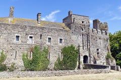 Ruina histórica de un castillo fortificado Imagen de archivo libre de regalías