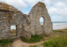 Ruina kościół, Plage Naturiste De Los angeles Vielle eglise, Normandy Francja Fotografia Royalty Free