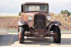 Ruina oxidada del coche en Route 66, Arizona, los E.E.U.U. Imagenes de archivo