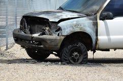 Ruina quemada del camión en el borde de la carretera Imagen de archivo libre de regalías