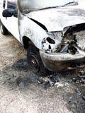 Ruina quemada del camión en el borde de la carretera Foto de archivo