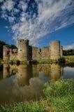 Ruina vieja del castillo en un día de verano Imagen de archivo libre de regalías