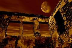 Ruina vieja en el claro de luna ilustración del vector
