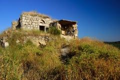 Ruinas abandonadas en las colinas Foto de archivo libre de regalías