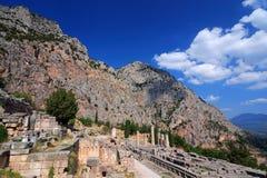 Ruinas antiguas de Delphi, montañas de Parnassus, Grecia Imagenes de archivo