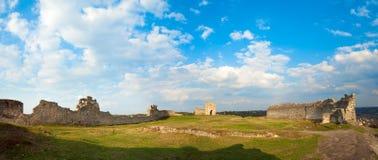 Ruinas antiguas de la fortaleza. Imagen de archivo libre de regalías