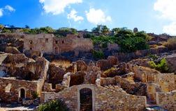 Ruinas antiguas de la isla intermedia de Spinalonga del hospital cerca de Creta en Grecia Imagen de archivo libre de regalías