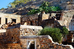 Ruinas antiguas de la isla intermedia de Spinalonga del hospital cerca de Creta en Grecia Fotografía de archivo libre de regalías