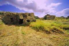 Ruinas antiguas en el campo Foto de archivo libre de regalías
