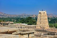 Ruinas antiguas en la colina de Hemakuta, Hampi, la India foto de archivo libre de regalías