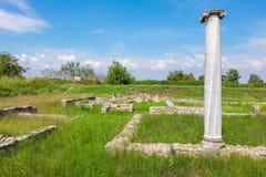 Ruinas antiguas en sitio arqueológico Dion, Grecia Imagen de archivo