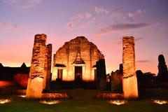Ruinas antiguas - Wat tailandés en el pasado. Turismo. Imagen de archivo