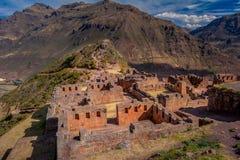 Ruinas arqueológicas del inca de Pisac en el valle sagrado imagen de archivo libre de regalías
