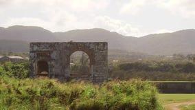 Ruinas arquitectónicas antiguas viejas Montego Bay, Jamaica almacen de metraje de vídeo