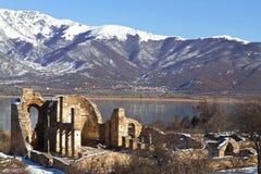 Ruinas bizantinas de la iglesia en Prespes, Grecia Imagen de archivo