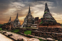 Ruinas budistas antiguas de la pagoda en el templo de Wat Phra Sri Sanphet tailandia Imágenes de archivo libres de regalías