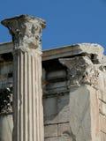 Ruinas de Atenas Grecia de la biblioteca de Hadrian Imagenes de archivo