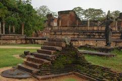 Ruinas de Dalada-Maluwa en Polonnaruwa, Sri Lanka Foto de archivo