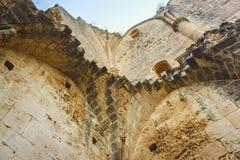 Ruinas de la abadía de Bellapais en el Chipre septentrional nastery construido por los canones regulares en foto de archivo libre de regalías