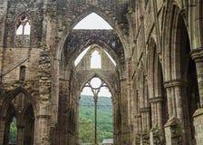 Ruinas de la abadía de Tintern, una iglesia cisterciense anterior del 12ma Fotografía de archivo