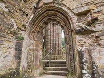 Ruinas de la abadía de Tintern, una iglesia cisterciense anterior del 12ma Imagenes de archivo
