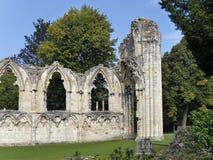 Ruinas de la abadía del St Marys Foto de archivo libre de regalías