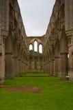 Ruinas de la abadía famosa de Riveaulx, Inglaterra Foto de archivo libre de regalías
