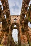 Ruinas de la abadía de Jedburgh en la región de fronteras del escocés en Scotla Imágenes de archivo libres de regalías