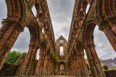 Ruinas de la abadía de Jedburgh en la región de fronteras del escocés en Scotla Imagenes de archivo