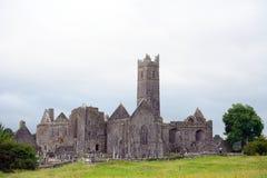 Ruinas de la abadía, Quin, Irlanda Imagen de archivo libre de regalías