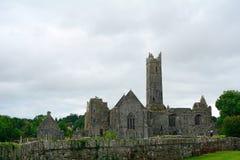 Ruinas de la abadía, Quin, Irlanda Imagenes de archivo
