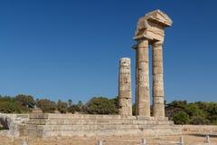 Ruinas de la acrópolis antigua en la ciudad de Rodas, isla de Rodas imagen de archivo