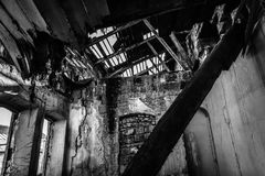 Ruinas de la casa arruinada abandonada, imagen de archivo