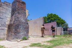 Ruinas de la casa de los jugadores del juego de guerra de Paintball Imagen de archivo libre de regalías