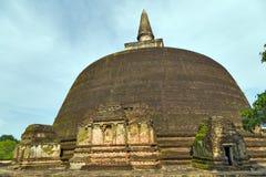 Ruinas de la ciudad antigua de Stupa en el templo Sri Lanka de la ciudad de Polonnaruwa W Imágenes de archivo libres de regalías
