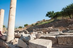 Ruinas de la ciudad antigua Ephesus, la ciudad del griego cl?sico en Turqu?a, en un d?a de verano hermoso fotografía de archivo