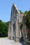 Ruinas de la fachada de encendido de las casas de la abadía del la Ville, Bélgica de Villers Imágenes de archivo libres de regalías