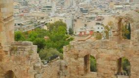 Ruinas de la fachada de piedra antigua en la ciudad de vacaciones mediterránea, patrimonio cultural metrajes