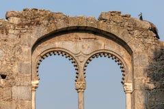 Ruinas de la falsificación en el parque público de Evora Fotos de archivo