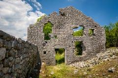 Ruinas de la fortaleza de Bedem en Niksic, Montenegro Imagen de archivo libre de regalías