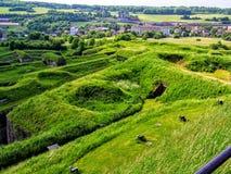 Ruinas de la guerra por Belfort Francia con el pueblo y los árboles en fondo Imágenes de archivo libres de regalías